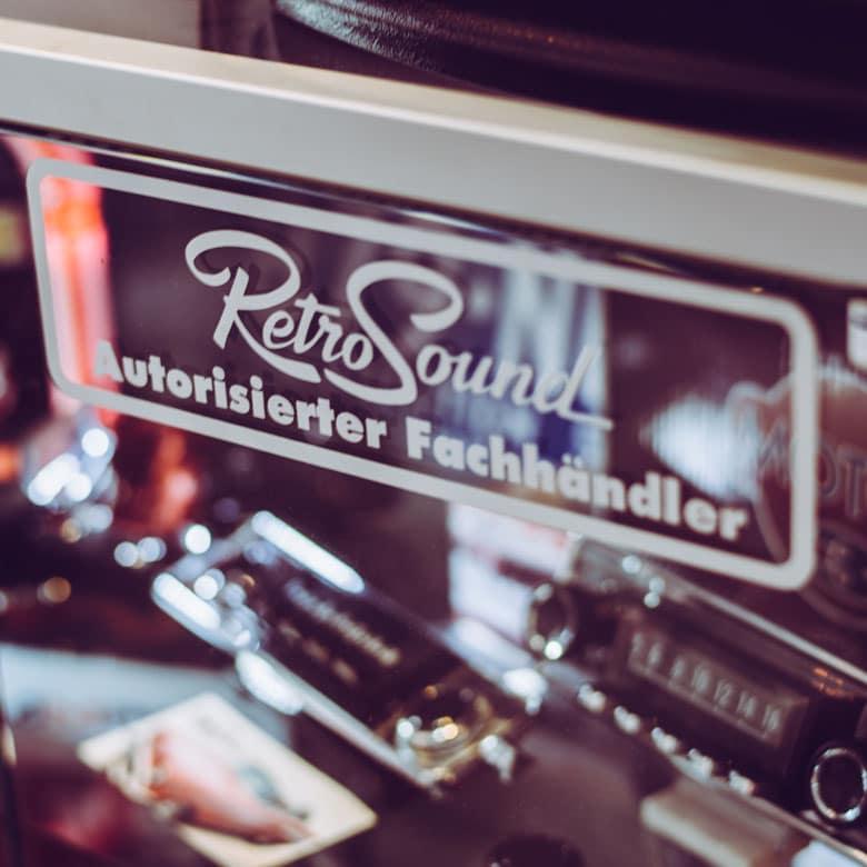 Bilder_unten_6_Autoradio_Service_Hamburg_Rainer_Klimmek_Carhifi_Multimedia_Navigation_Retro_Sound_Akustik_Sicherheit_Mustang